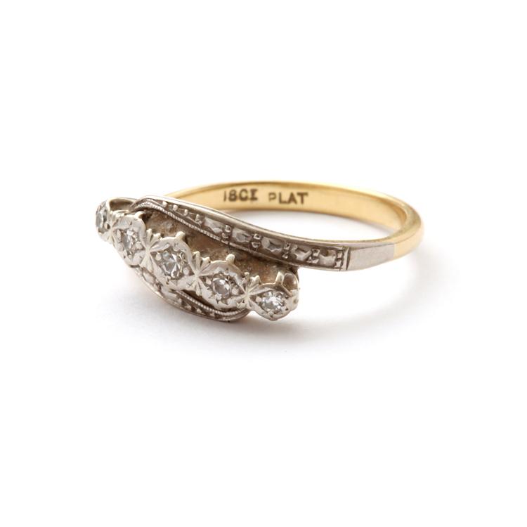 טבעת עתיקה,קרוסאובר, עם יהלומים.