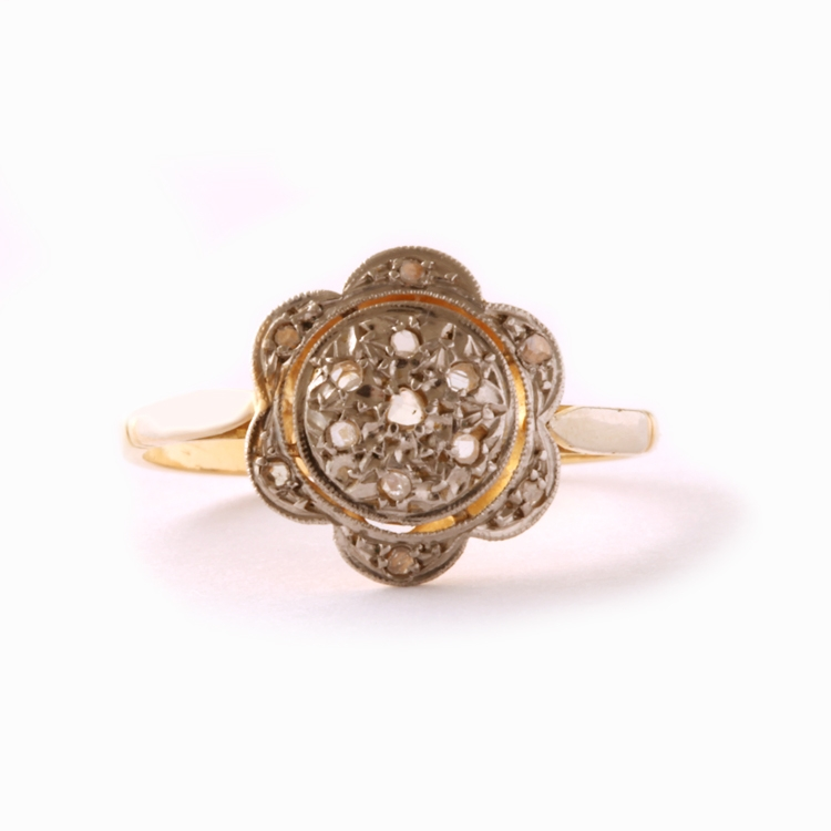 טבעת קלסטר עתיקה, עם יהלומים.