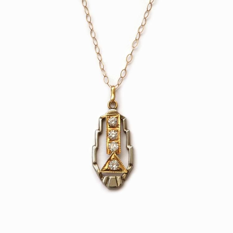 תליון דקו פרמידה יהלומים