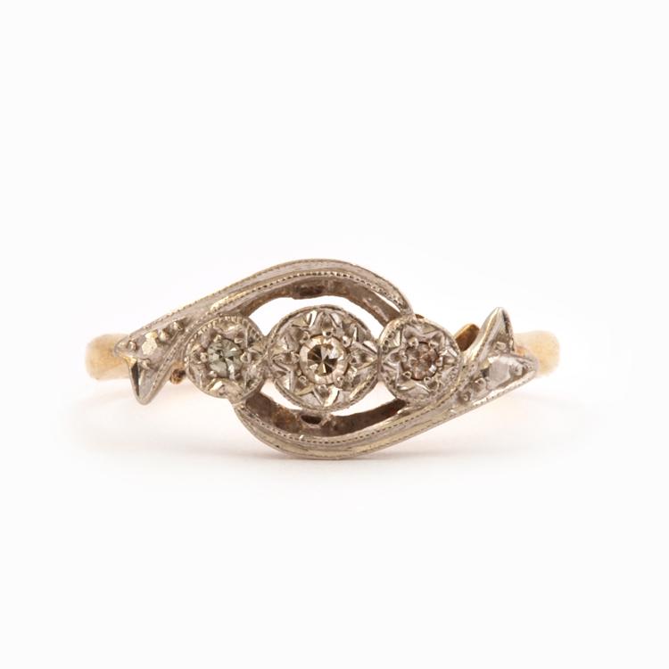 טבעת אדוארדיאנית זהב 18k ופלטיניום עם יהלומים קטנים.