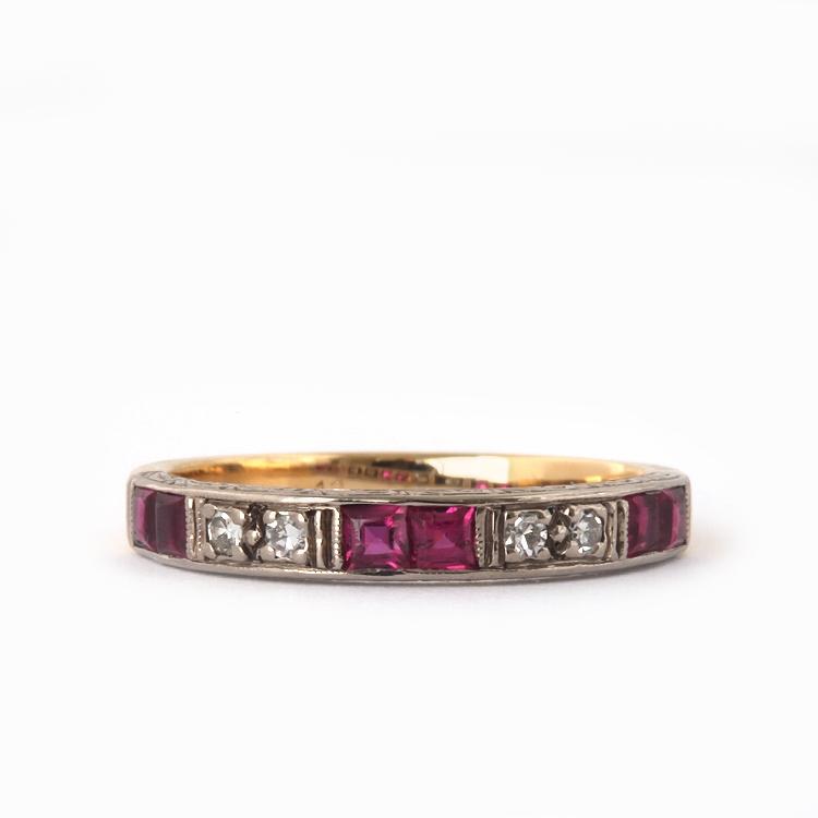 טבעת עתיקה זהב 18k קאראט עם רובינים ויהלומים.