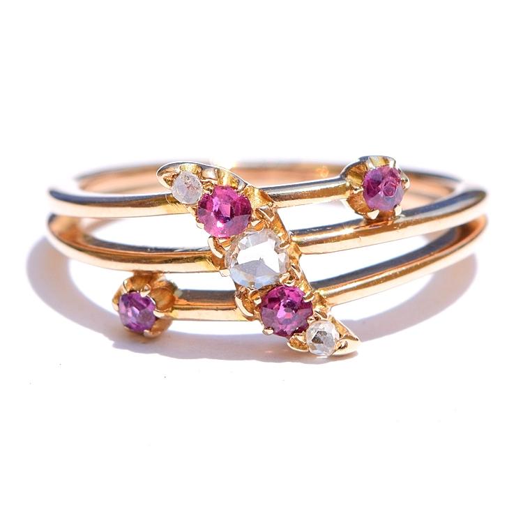 טבעת זהב עתיקה עם רובינים ויהלומים