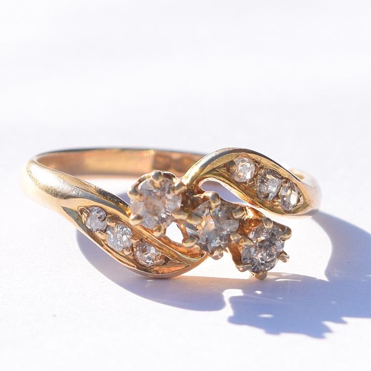 טבעת קרוס אובר 3 יהלומים ועוד