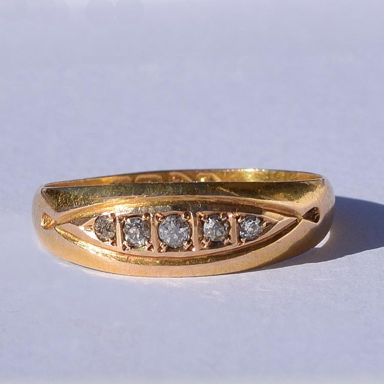 טבעת ג'יפסי מזהב עם יהלומים