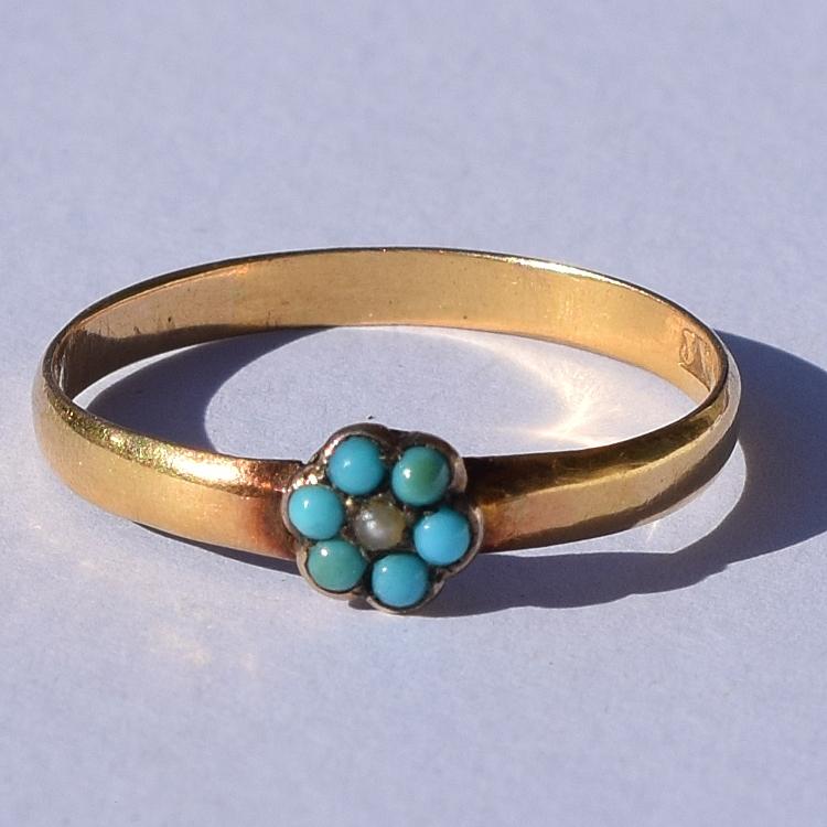 טבעת עתיקה, זהב,עם קלסטר של טורקיזים ופנינה