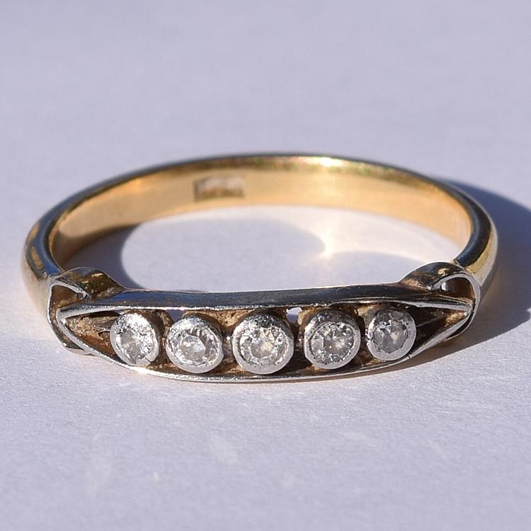 טבעת 18k חמישה יהלומים