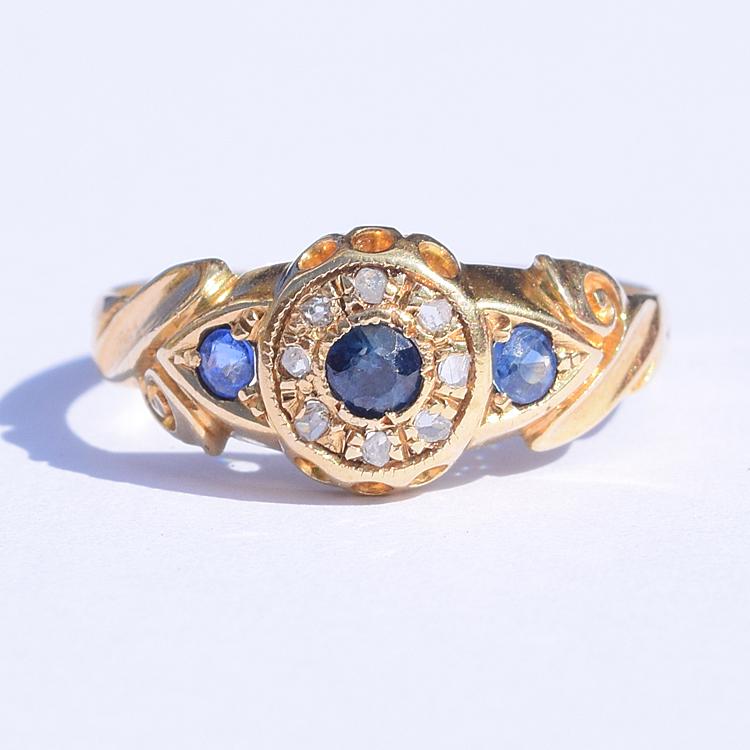 טבעת פרח ועוד , זהב 18k עם ספירים ויהלומים קטנים.