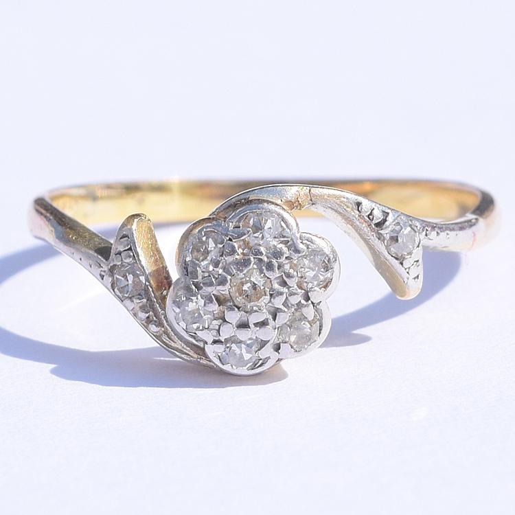 טבעת קרוס פרח יהלומים