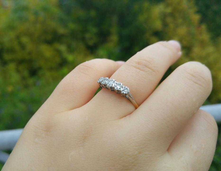 טבעת אר דקו זהב ופלטיניום עם יהלומים.