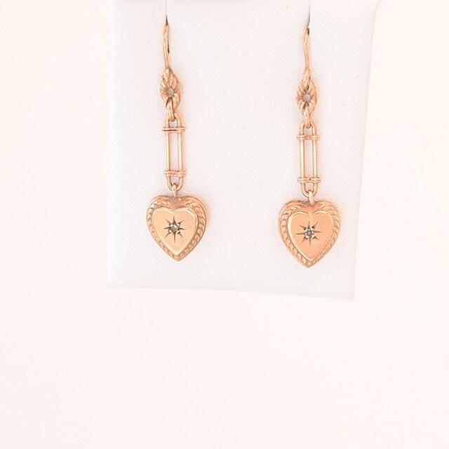 עגילים עתיקים זהב אדום 9k עם מוט יהלום קטן ולב