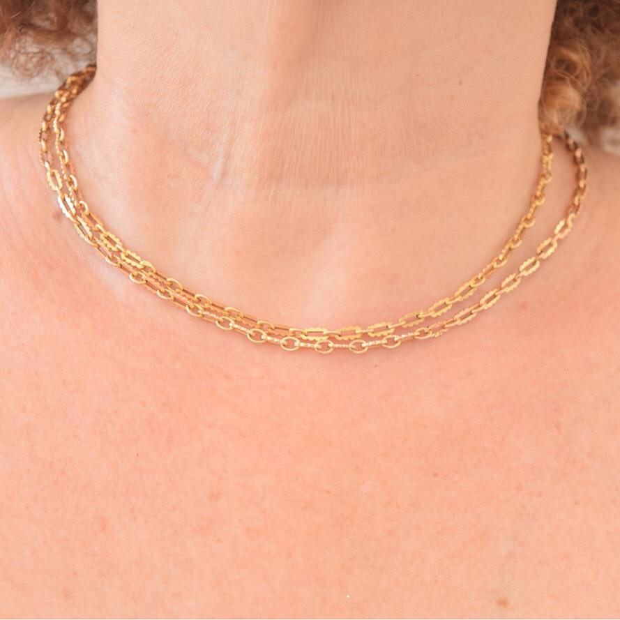 שרשרת זהב ארוכה עתיקה, 18 קאראט עם חוליות יפהיפיות.