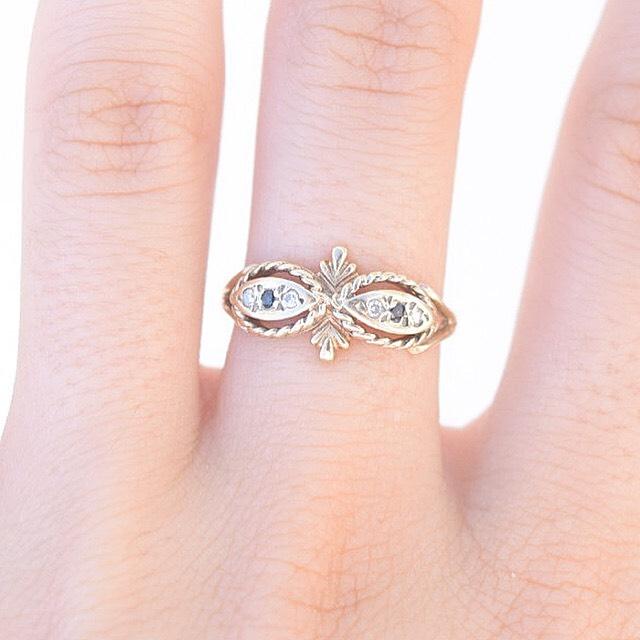טבעת זהב עתיקה עם ספירים ויהלומים קטנים