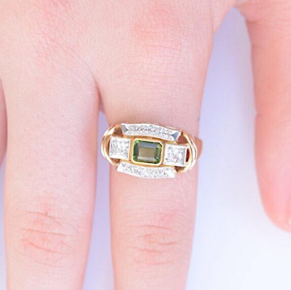 טבעת רטרו, עם פרידוט ויהלומים.