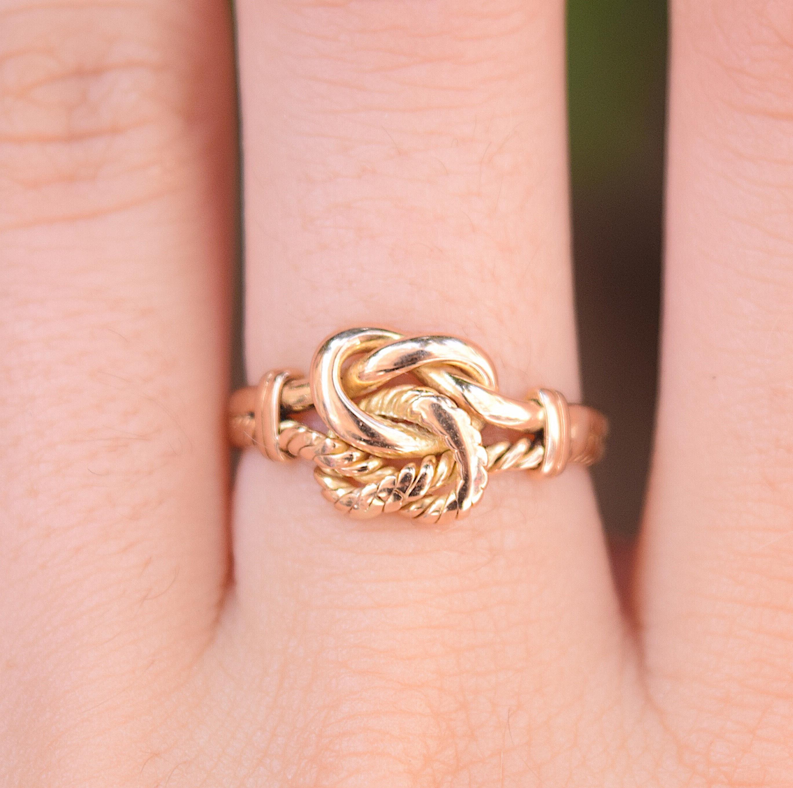 טבעת ויקטוריאנית זהב 18K, בצורת קשר האהבה.