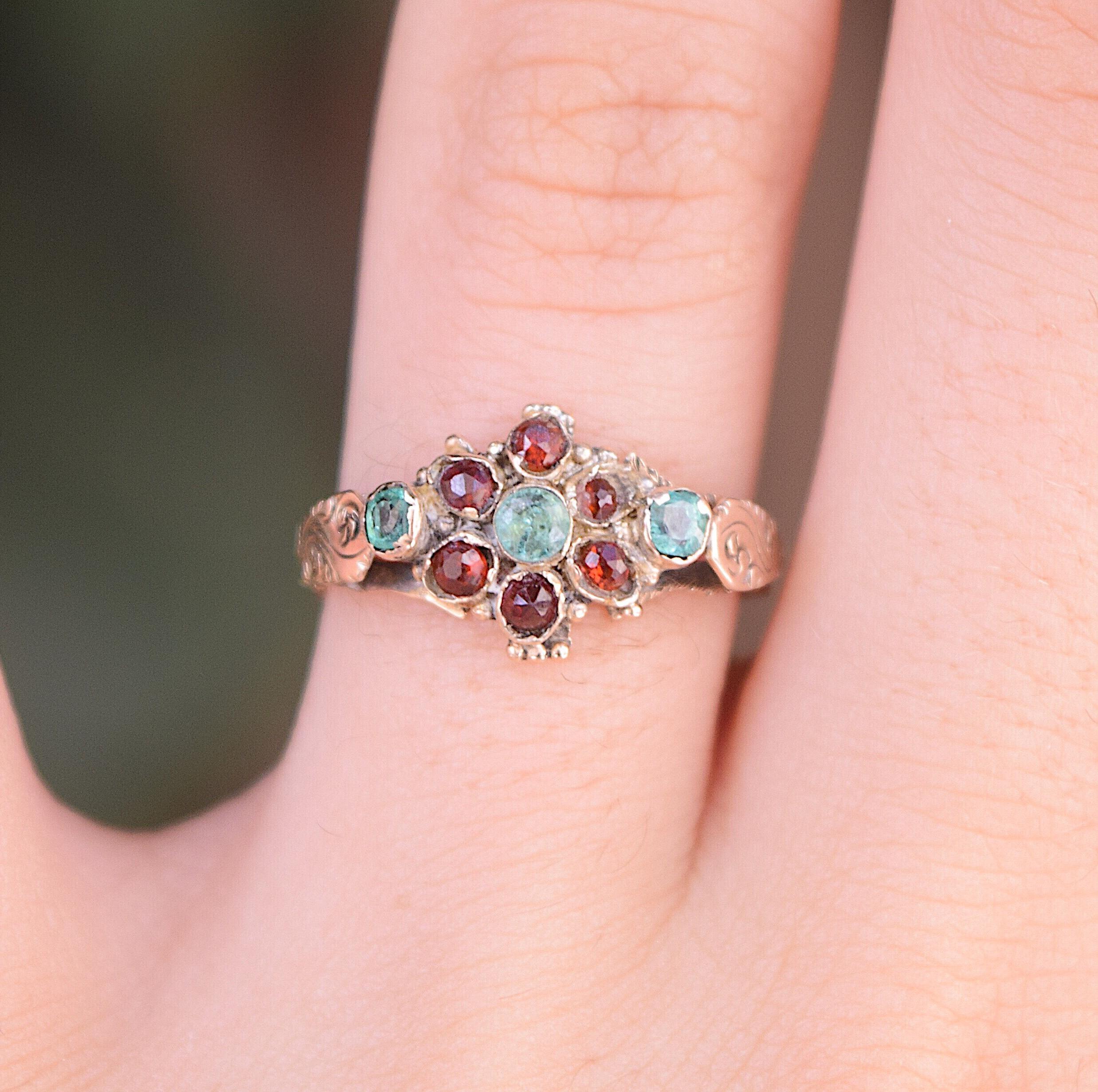 טבעת עתיקה ויקטוריאנית , זהב 12k גרנט ואמרלד.
