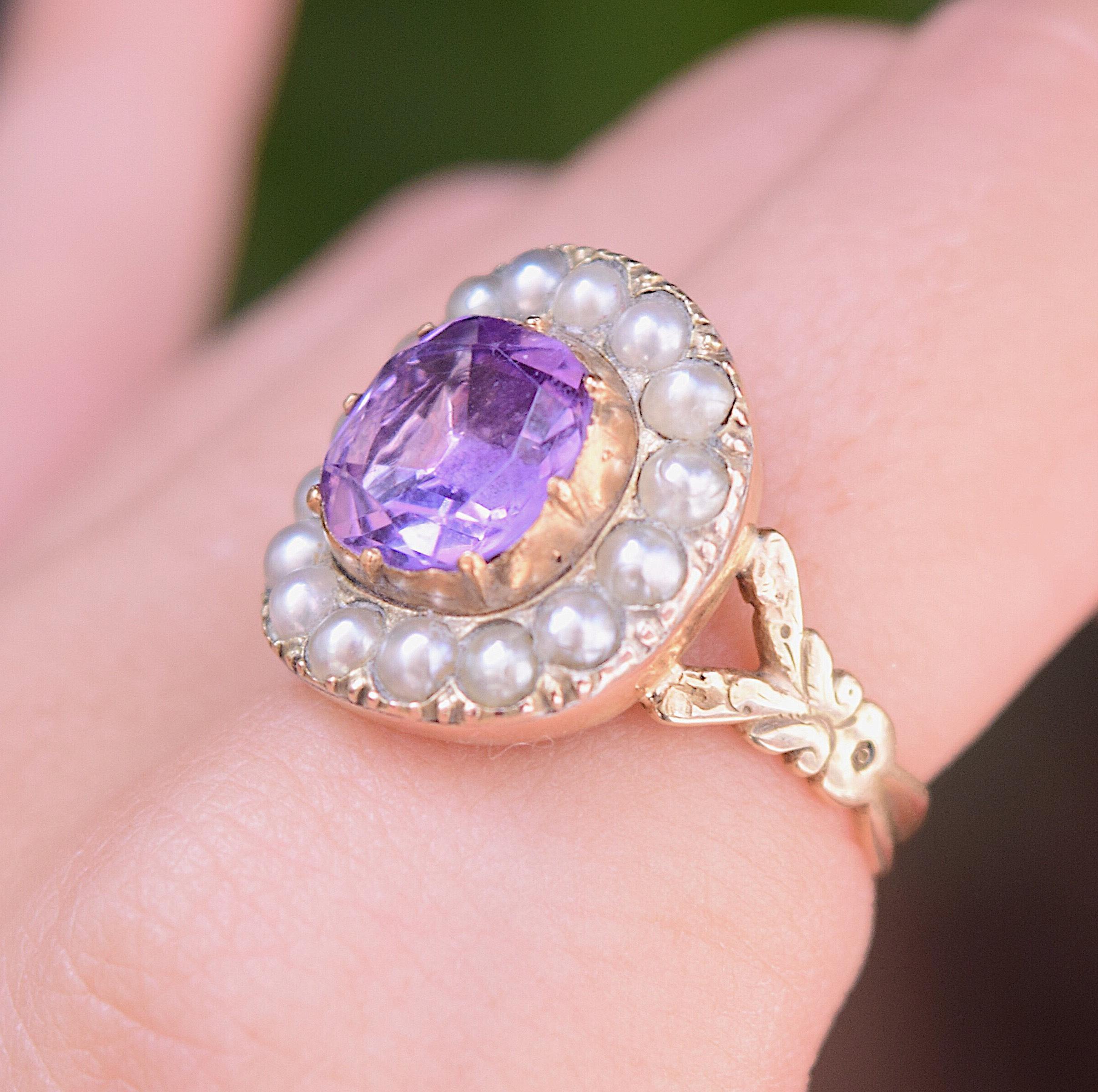 טבעת זהב ג'ורג'יאנית, עם אמטיסט ופנינים .