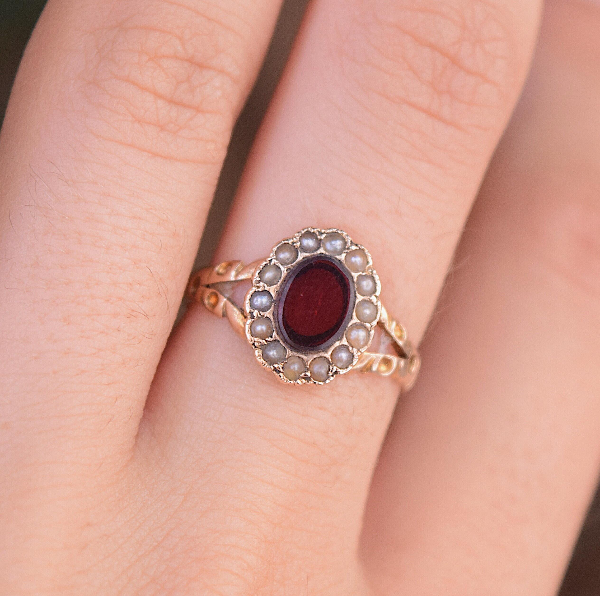 טבעת עתיקה, זהב עם גרנט ופניני ים.