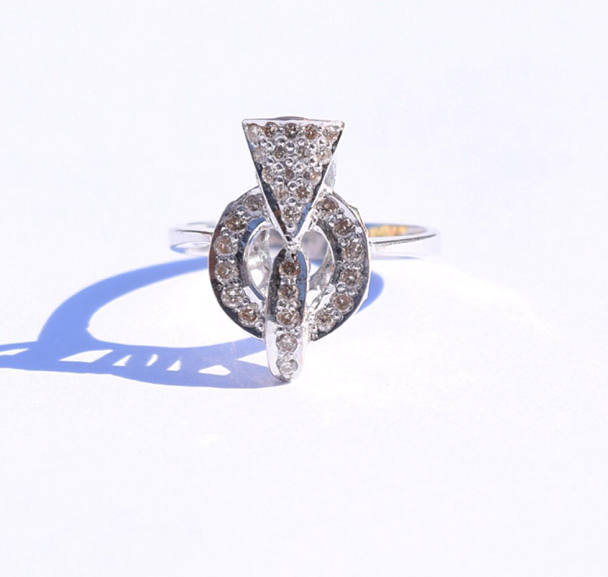 """טבעת אר-דקו, זהב 18k עם יהלומים. 2500 ש""""ח."""