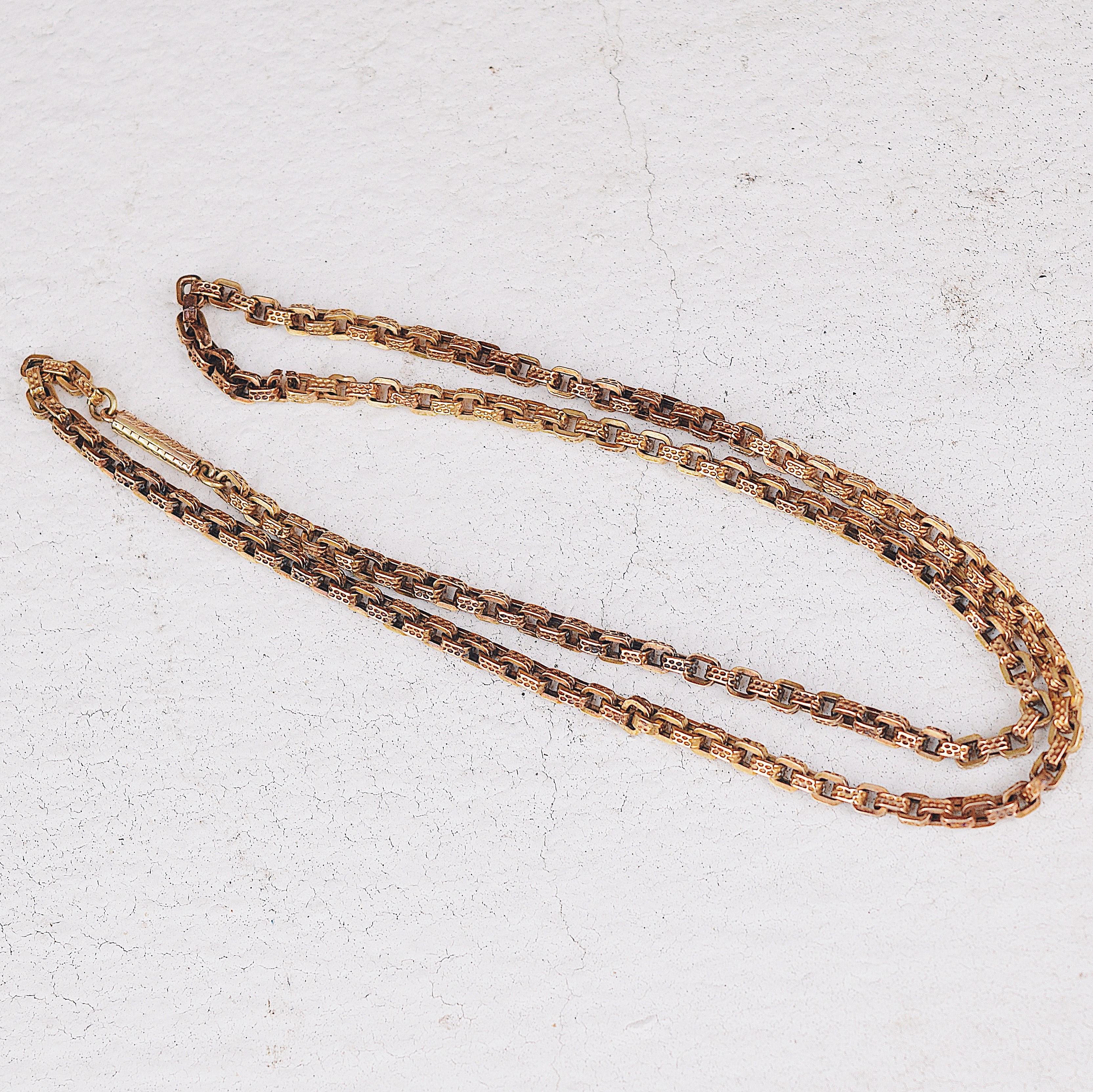 שרשרת ויקטוריאנית זהב עם סוגר ברל.