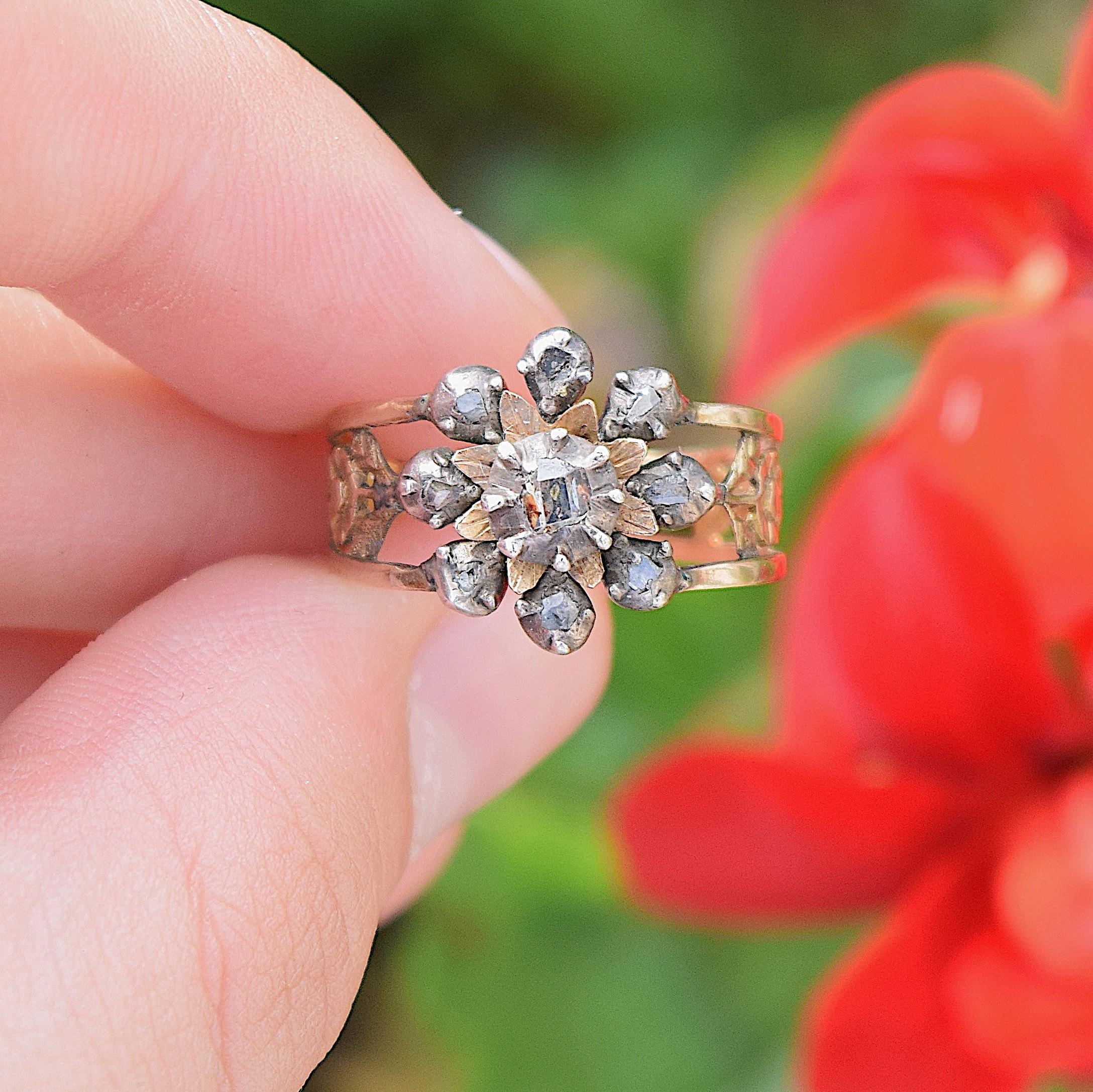 טבעת ג'ורג'יאנית ,עם יהלומים וחישוק זהב מעוטר בפרחים .