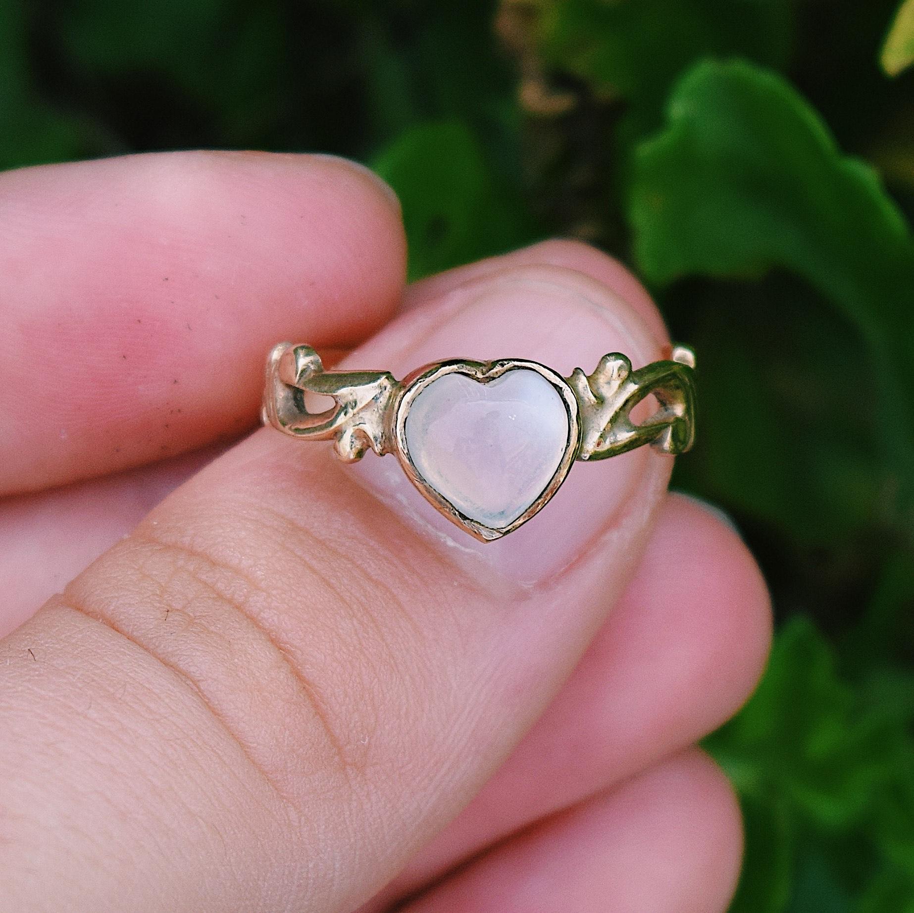 טבעת זהב עתיקה, עם אבן מונסטון.