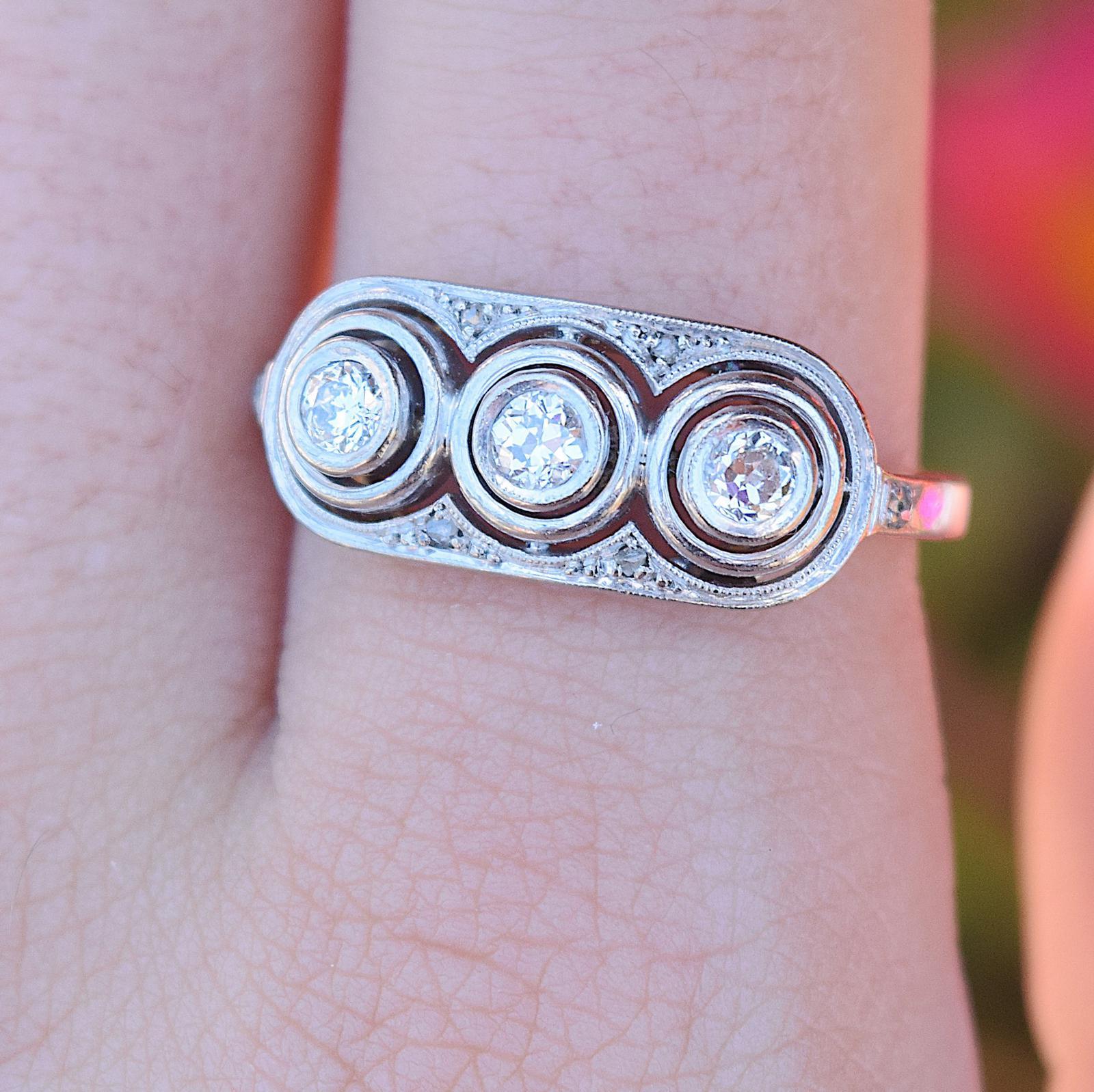 טבעת אר דקו , זהב 14k עם 3 יהלומים ועוד .