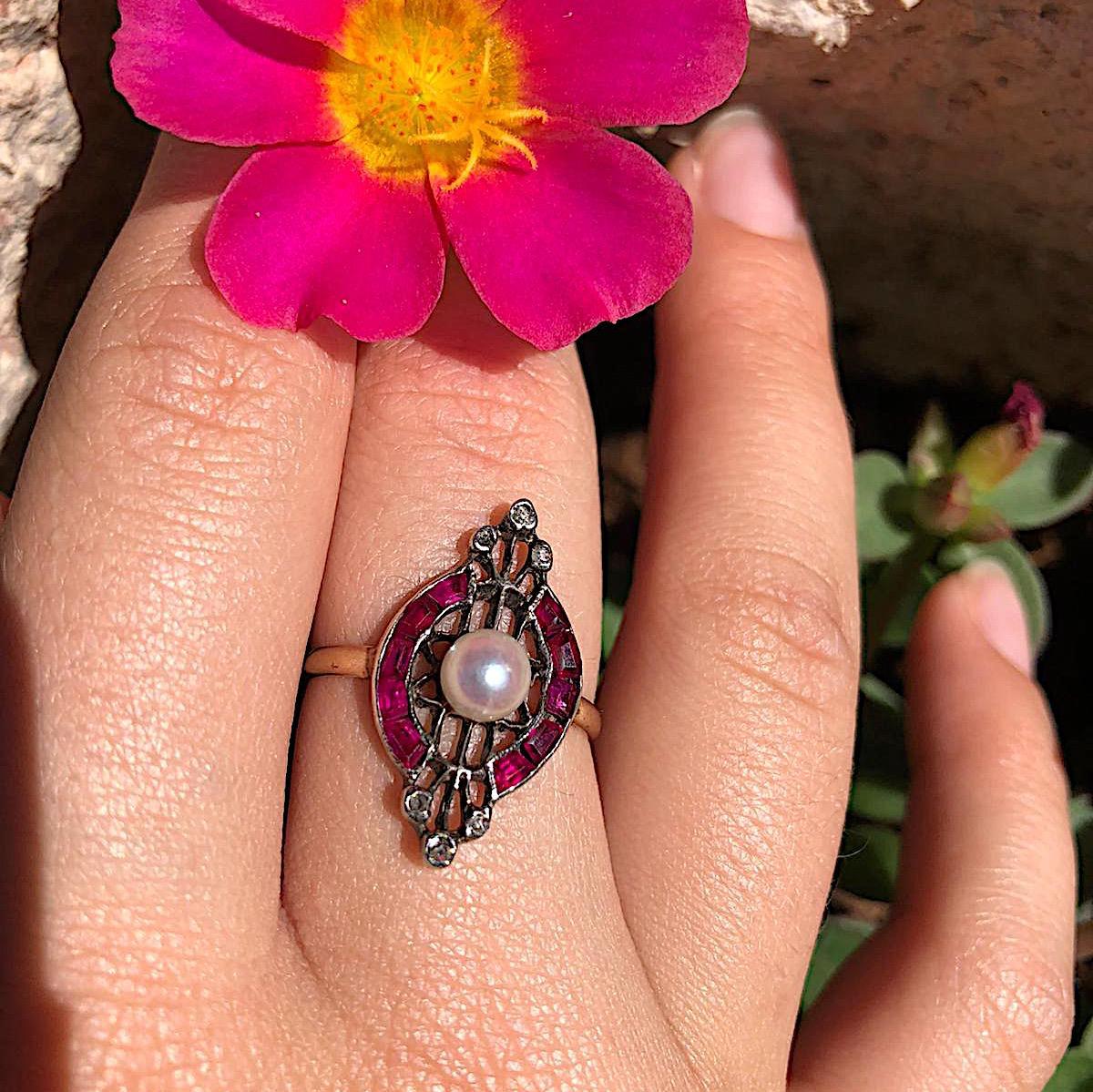 טבעת עתיקה, עם רובינים יהלומים ופנינה.