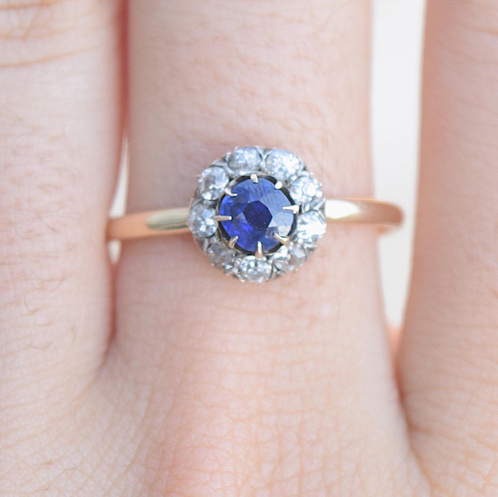 טבעת ויקטוריאנית, זהב וכסף עם ספיר ויהלומים.