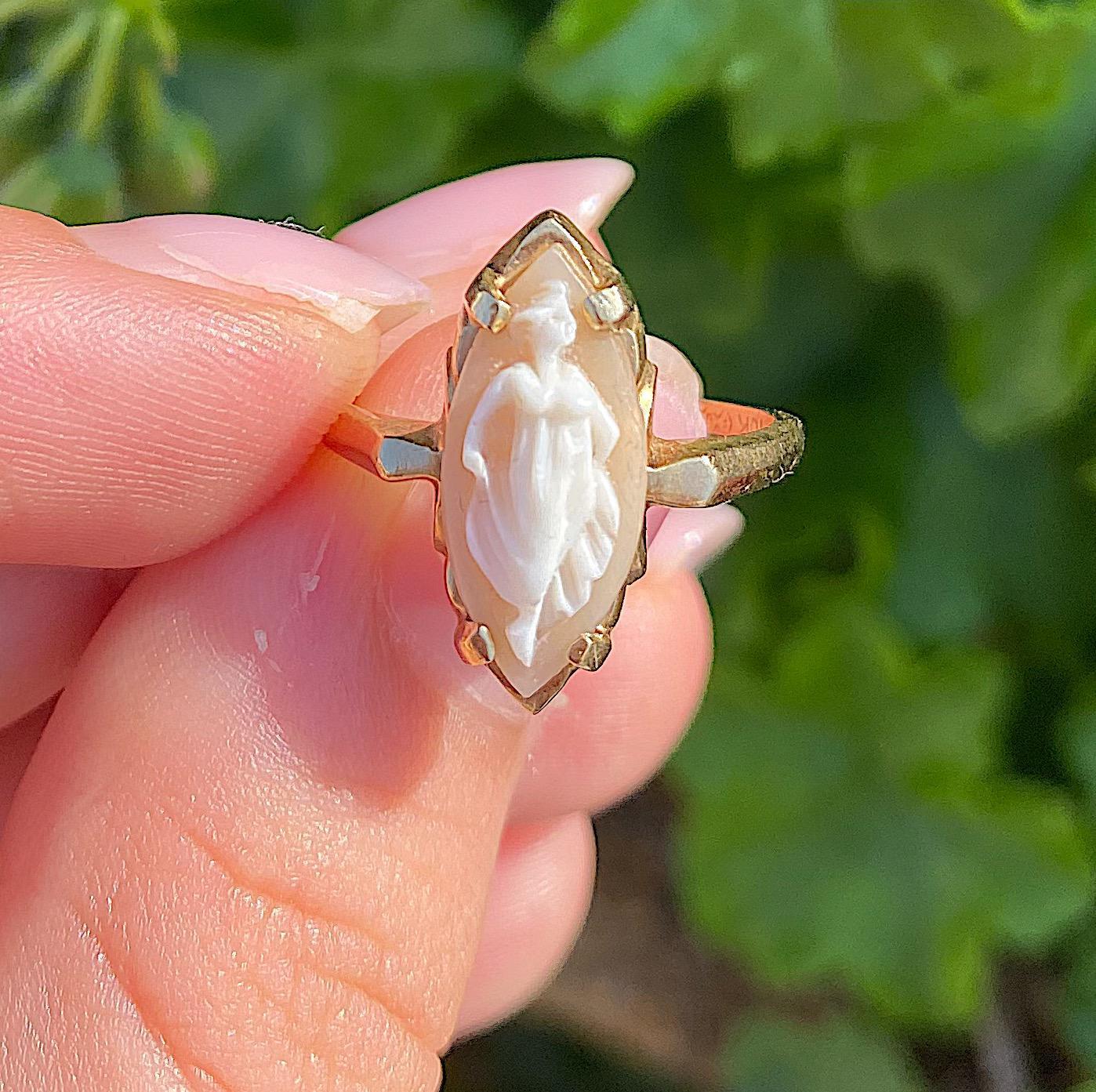 טבעת מרקיזה עתיקה מזהב עם קמאו יפהיפה.