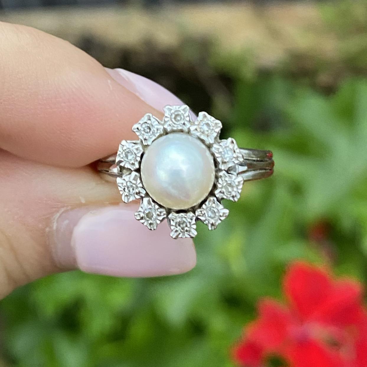 טבעת רטרו זהב לבן 18k עם פנינה ויהלומים .