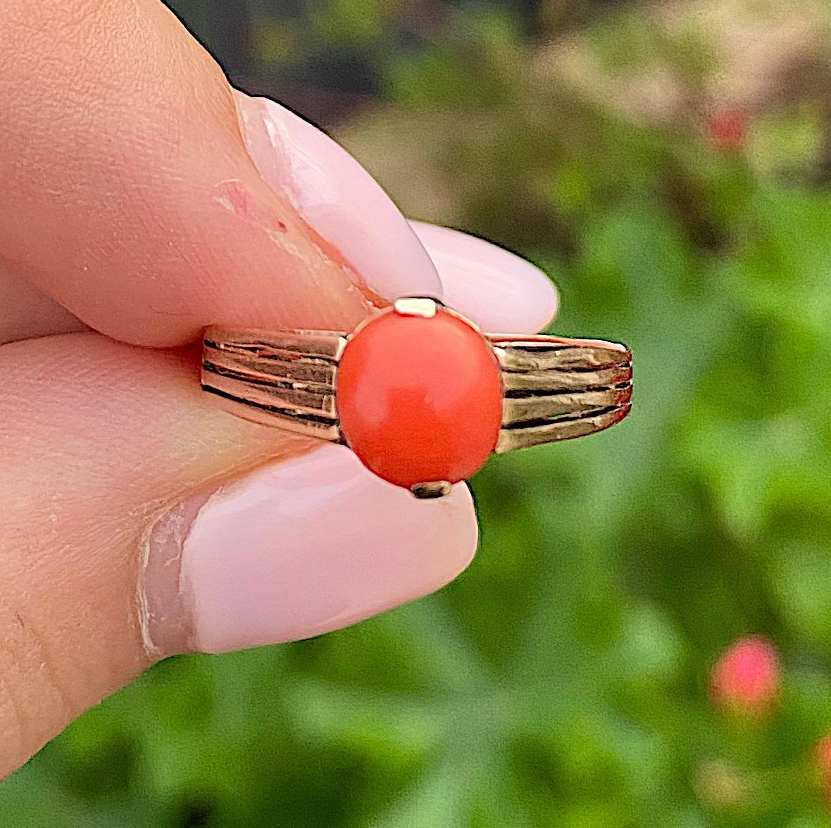 טבעת עתיקה, זהב 14k עם קורל.