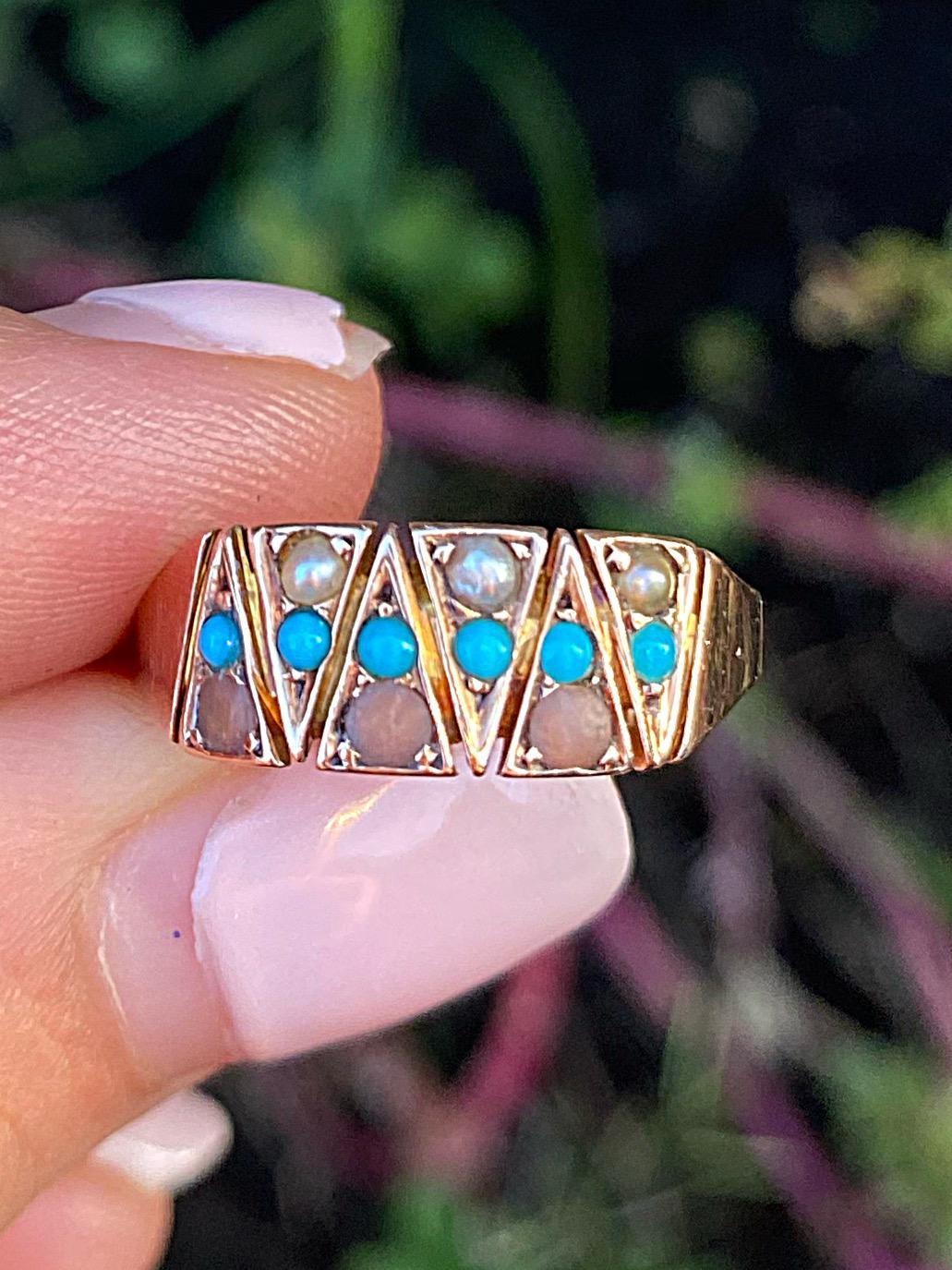 טבעת ויקטוריאנית , זהב 9k, עם פניני ים, טורקיזים וקורלים.