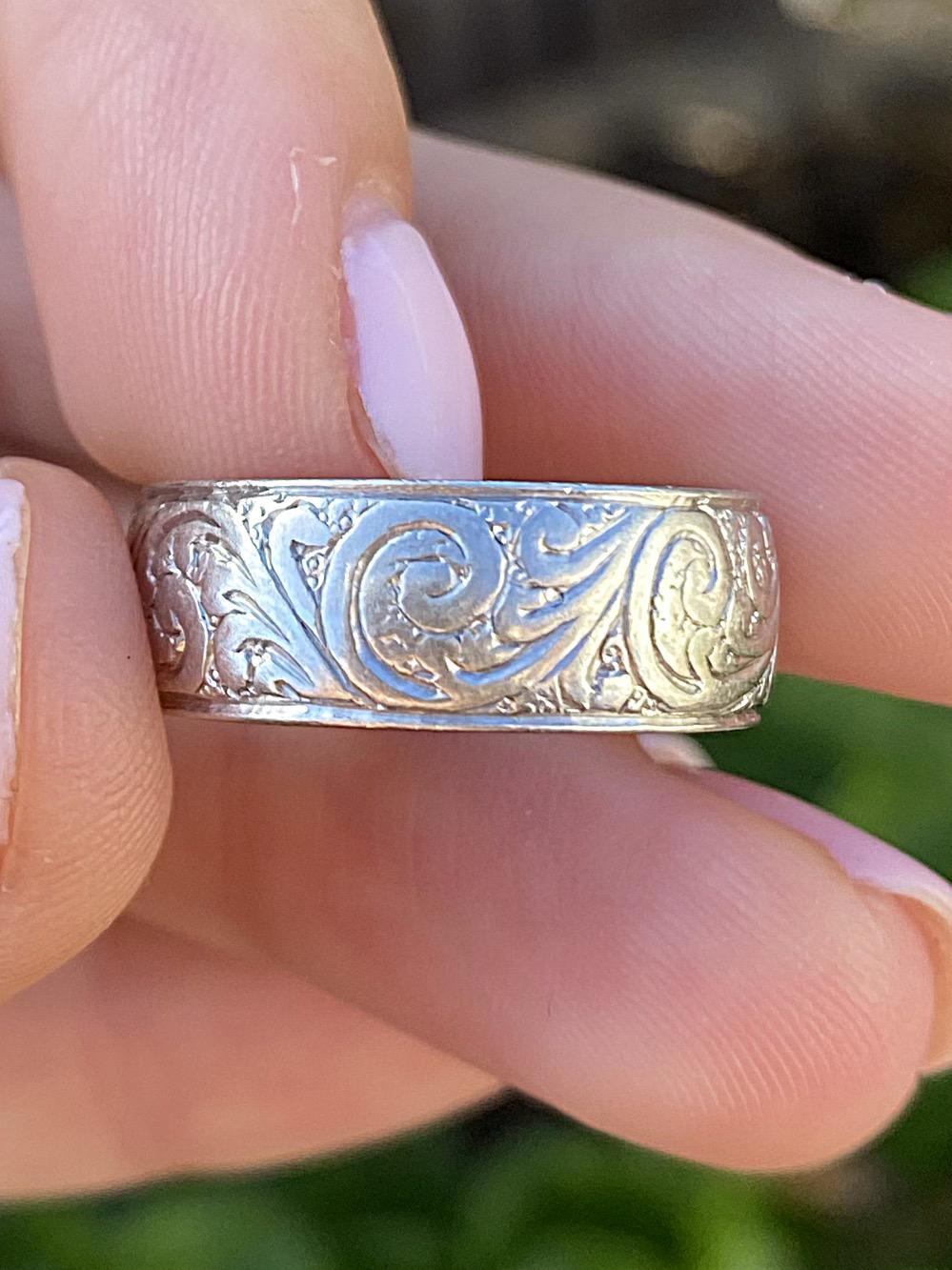 טבעת נישואין מפלטינה.