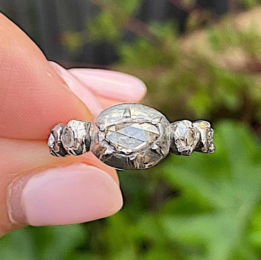 טבעת עתיקה, זהב וכסף עם יהלומים.