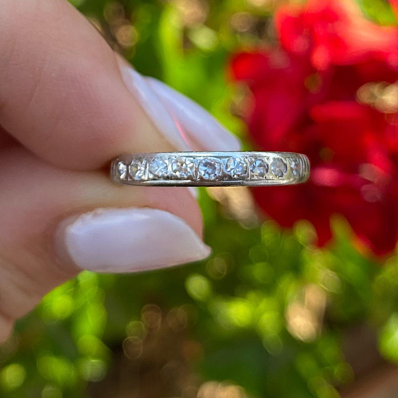 טבעת חצי איטרניטי עתיקה, זהב 18k עם יהלומים.