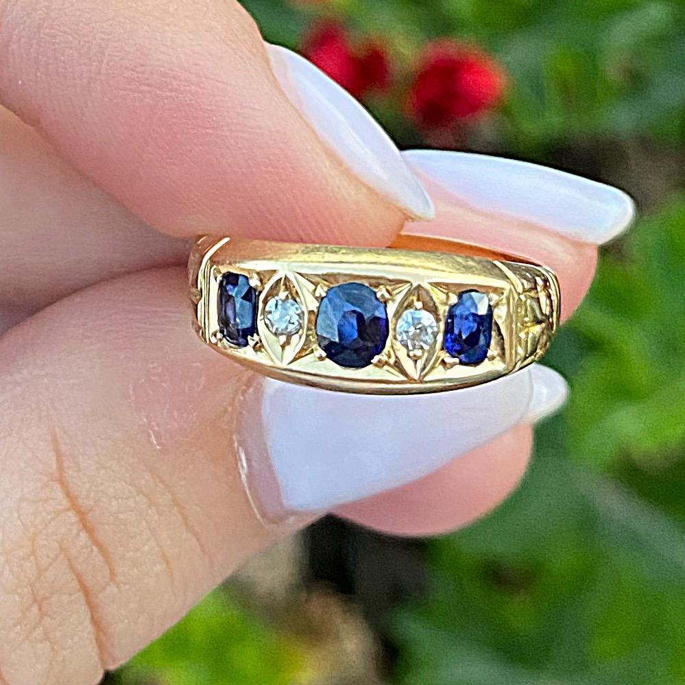 טבעת עתיקה זהב 18k, עם ספירים ויהלומים.