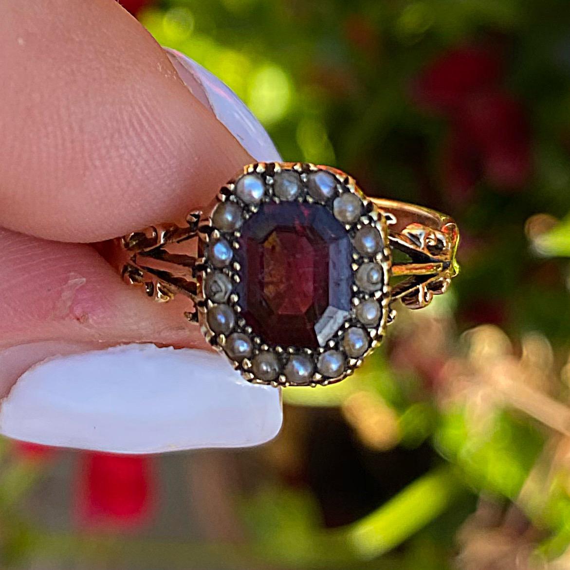 טבעת ויקטוריאנית זהב 15K עם גרנט ופניני ים.