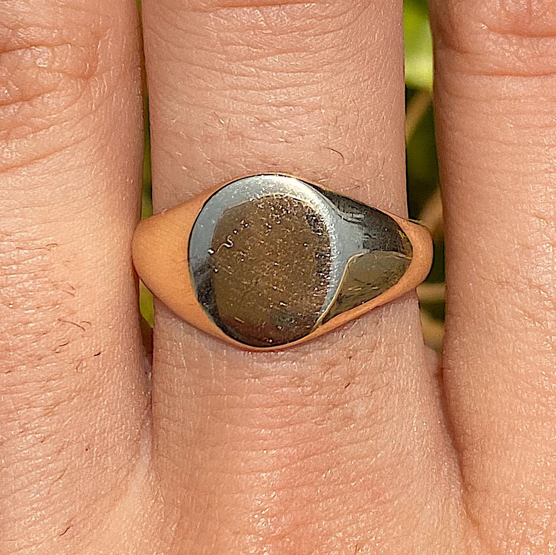 טבעת חותם חלקה מזהב .